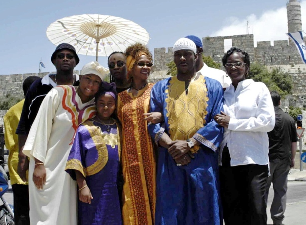Whitney Houston in Dimona with the Hebrew Israelites in 2003